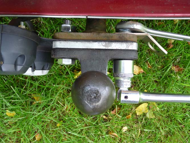 fitting towball bracket